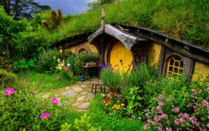 Lord-of-the-Rings-Hobbit-house-hill-flowers-grass_1920x1200.jpg